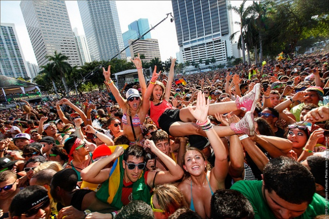 Anatomy of the danceclub music bubble: EDM rides high on a wave of popularity